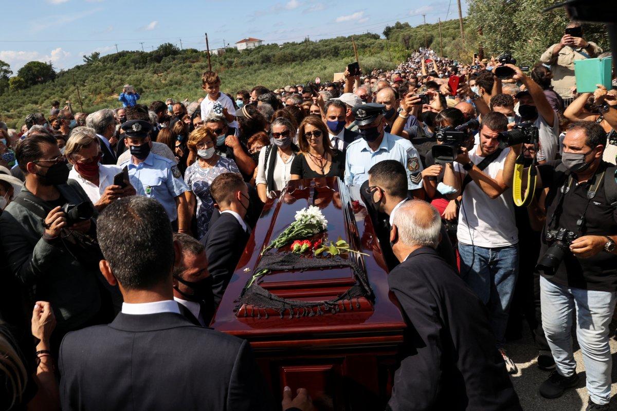 Türk dostu Yunan sanatçı Theodorakis, son yolculuğuna uğurlandı #9