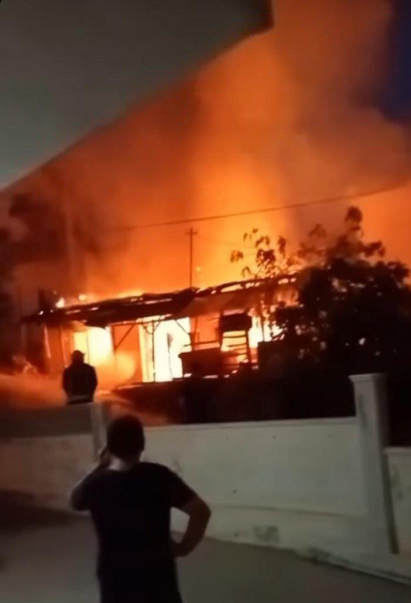 Antalya da çakmakla oynayan kız evi yaktı #2