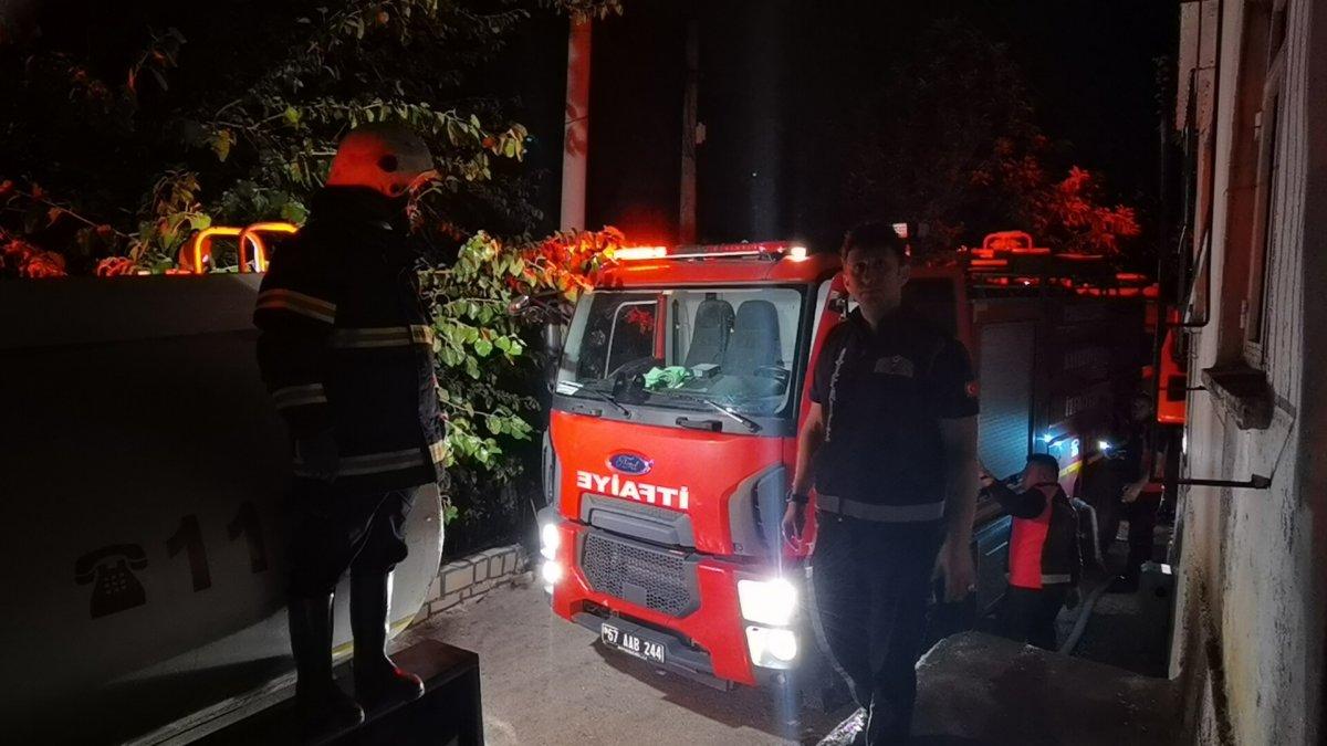 Zonguldak ta iki katlı binada yangın meydana geldi #3