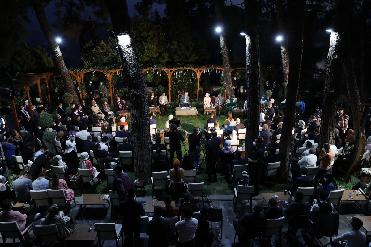Cumhurbaşkanı Erdoğan şiir gecesinde gençlerle buluştu #7
