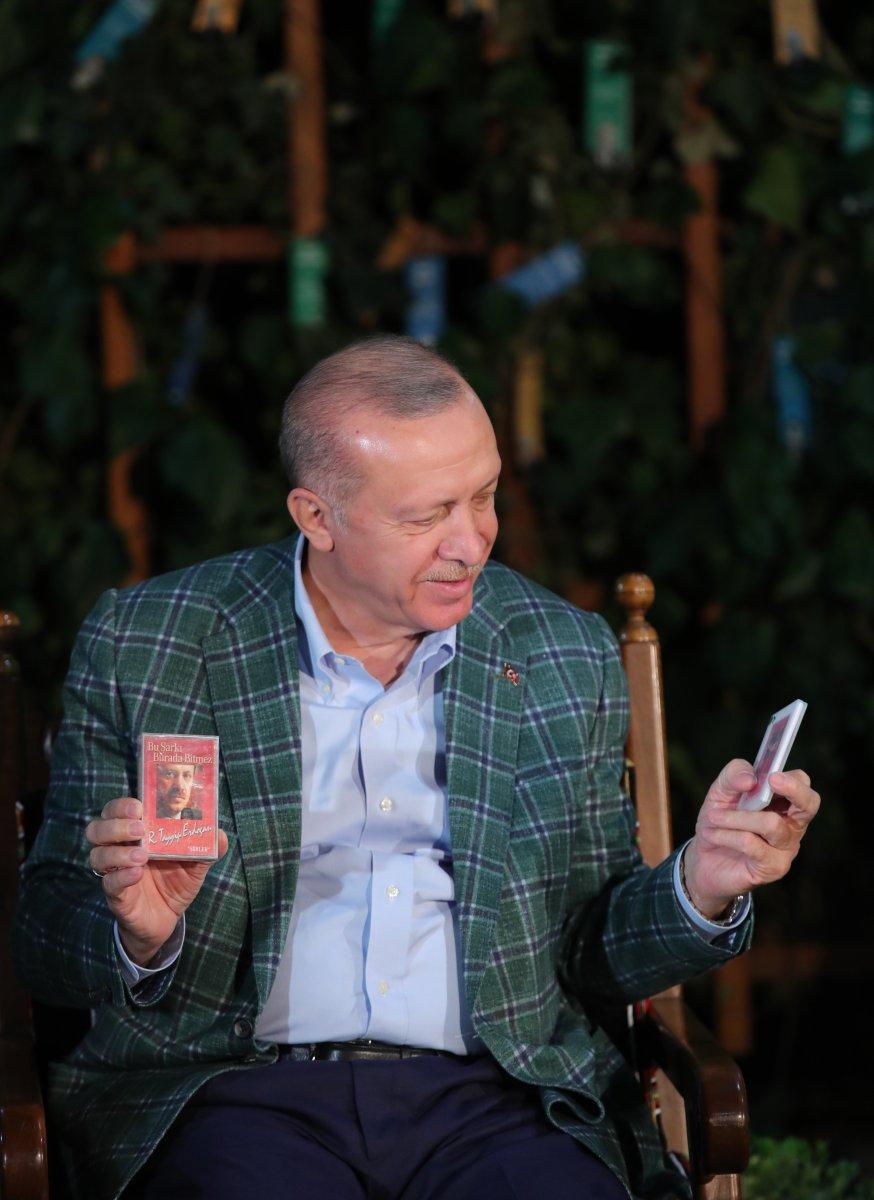Cumhurbaşkanı Erdoğan şiir gecesinde gençlerle buluştu #10