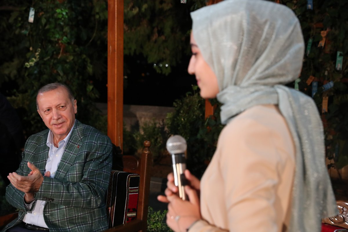 Cumhurbaşkanı Erdoğan şiir gecesinde gençlerle buluştu #5