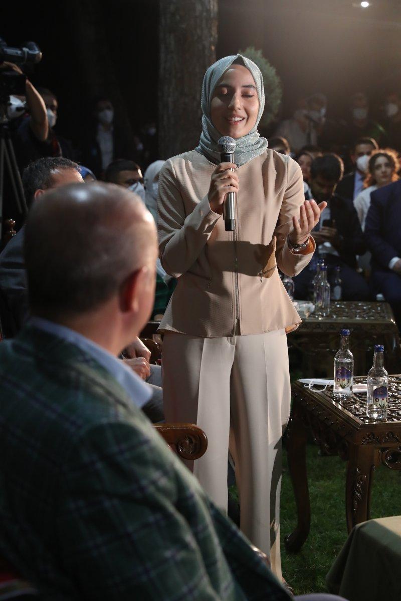 Cumhurbaşkanı Erdoğan şiir gecesinde gençlerle buluştu #6