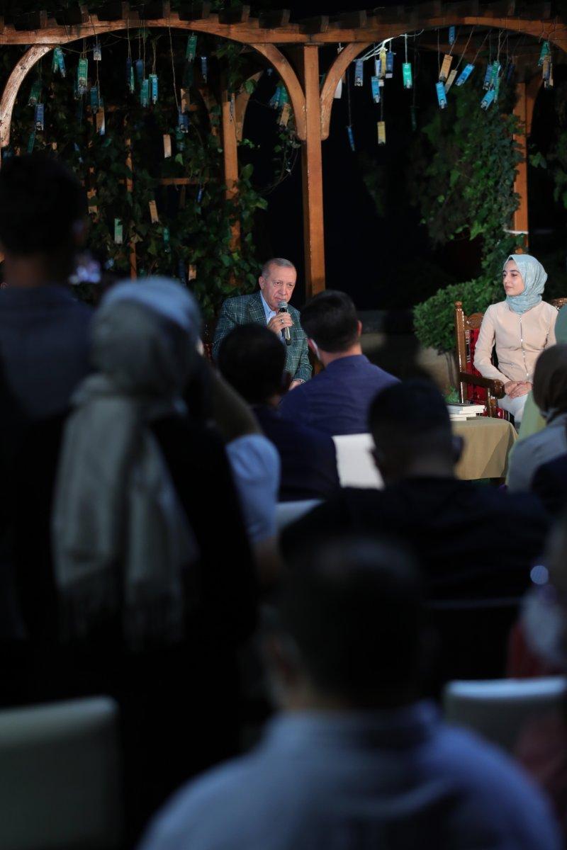 Cumhurbaşkanı Erdoğan şiir gecesinde gençlerle buluştu #8