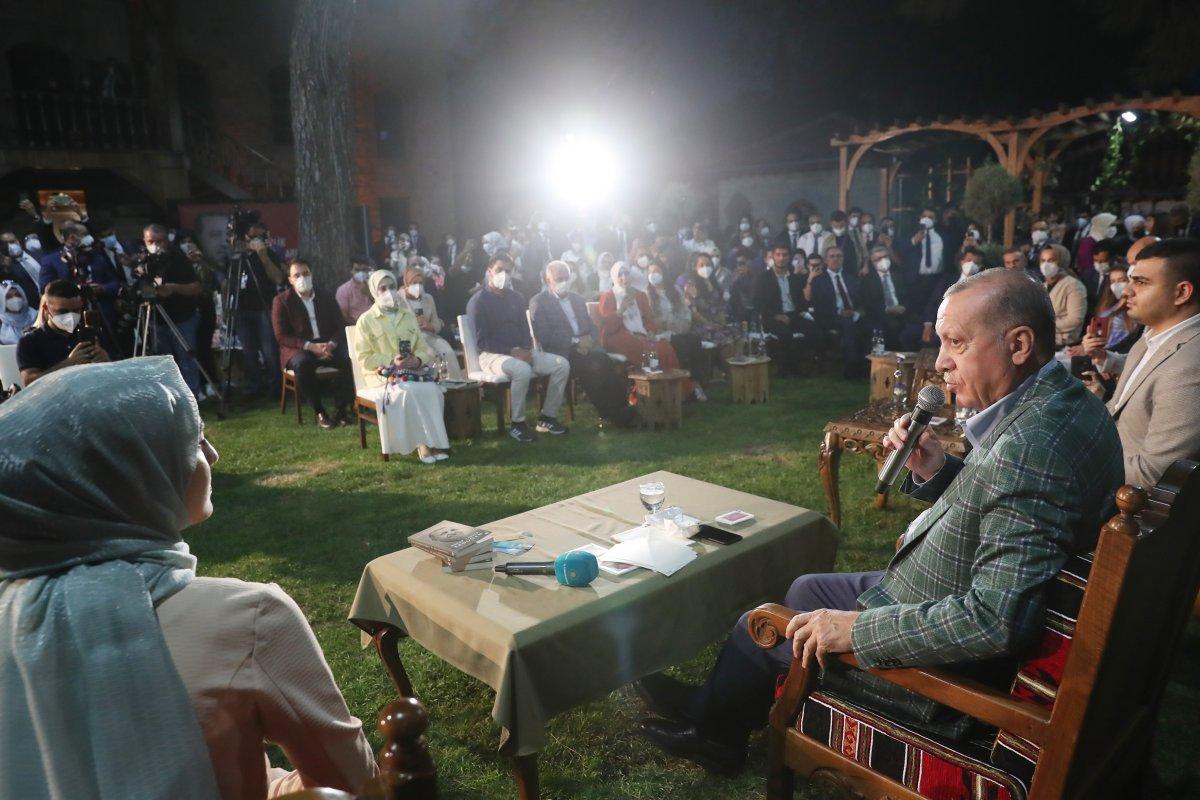 Cumhurbaşkanı Erdoğan şiir gecesinde gençlerle buluştu #4