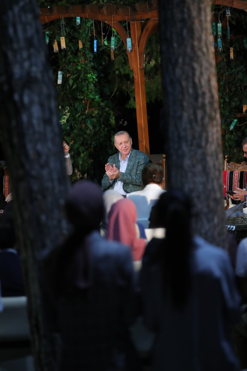 Cumhurbaşkanı Erdoğan şiir gecesinde gençlerle buluştu #9