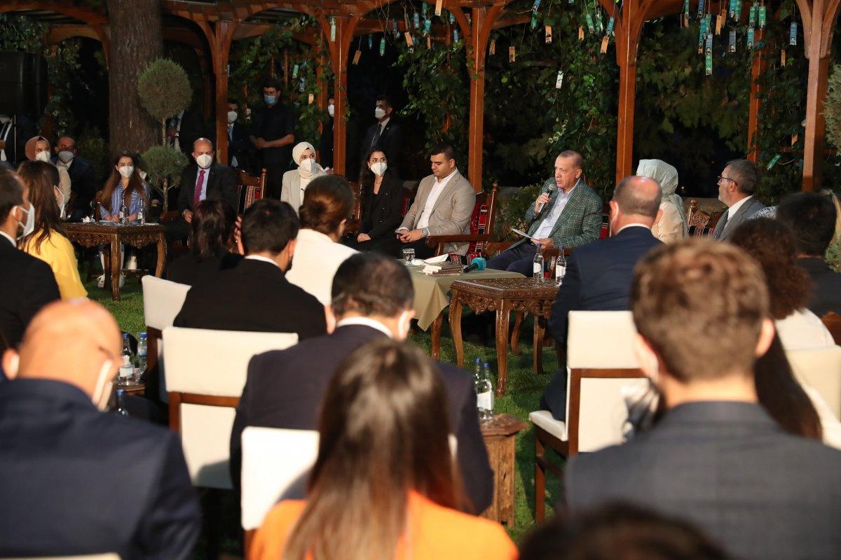 Cumhurbaşkanı Erdoğan şiir gecesinde gençlerle buluştu #3