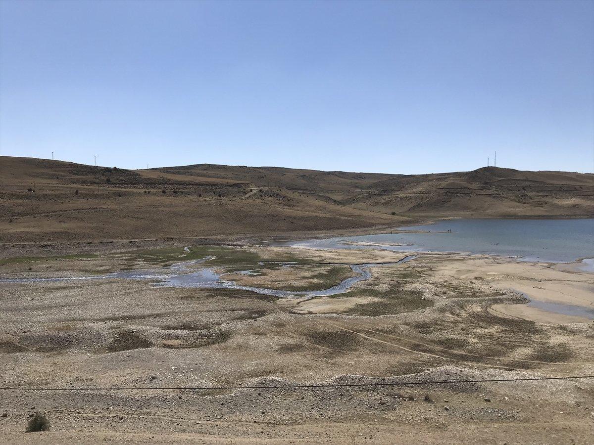 Erzurum da baraj sularının çekilmesiyle mezarlık ortaya çıktı #7