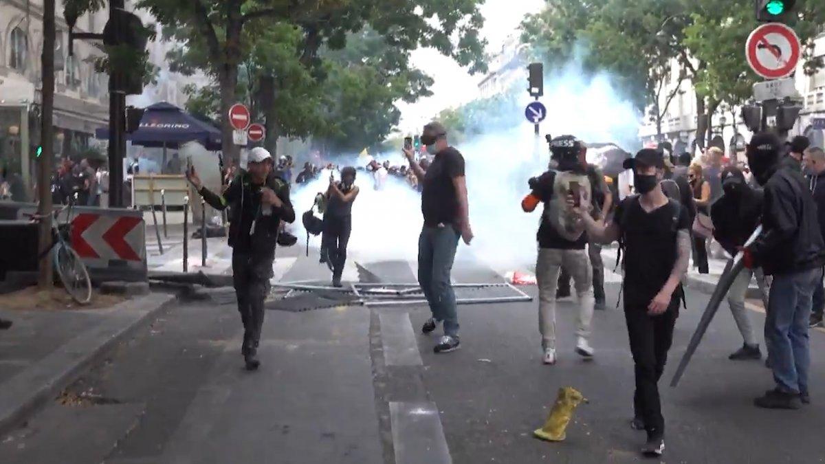 Fransa da koronavirüs protestosunda göstericiler polisle çatıştı #2