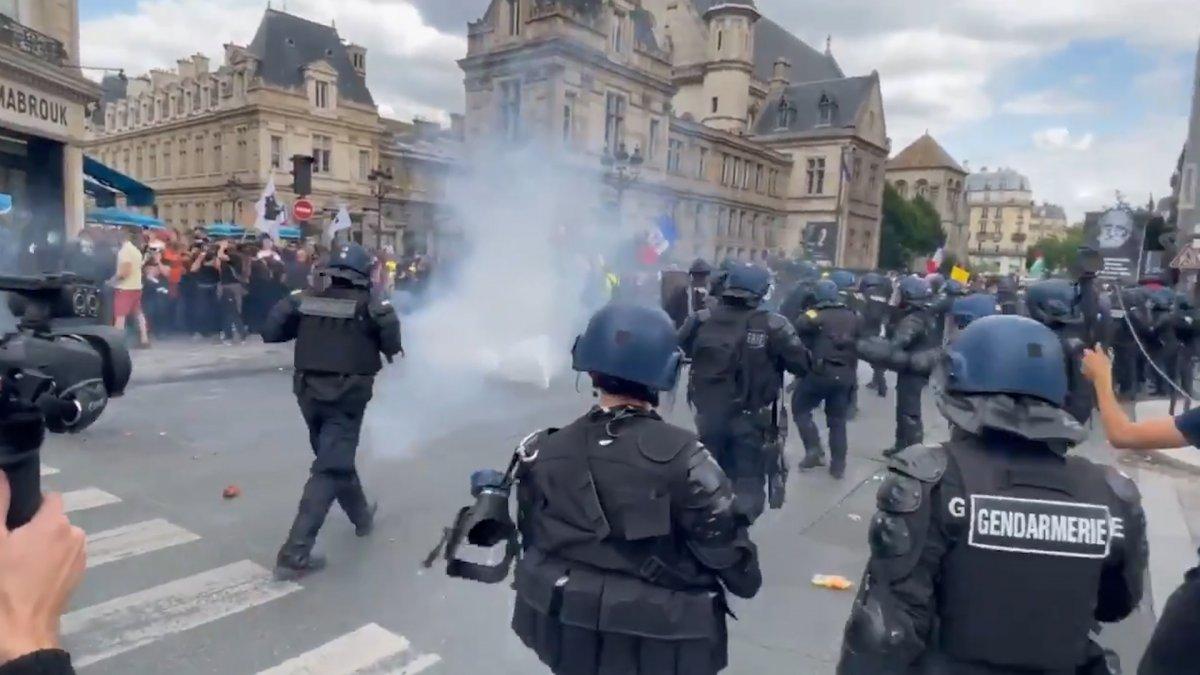 Fransa da koronavirüs protestosunda göstericiler polisle çatıştı #4