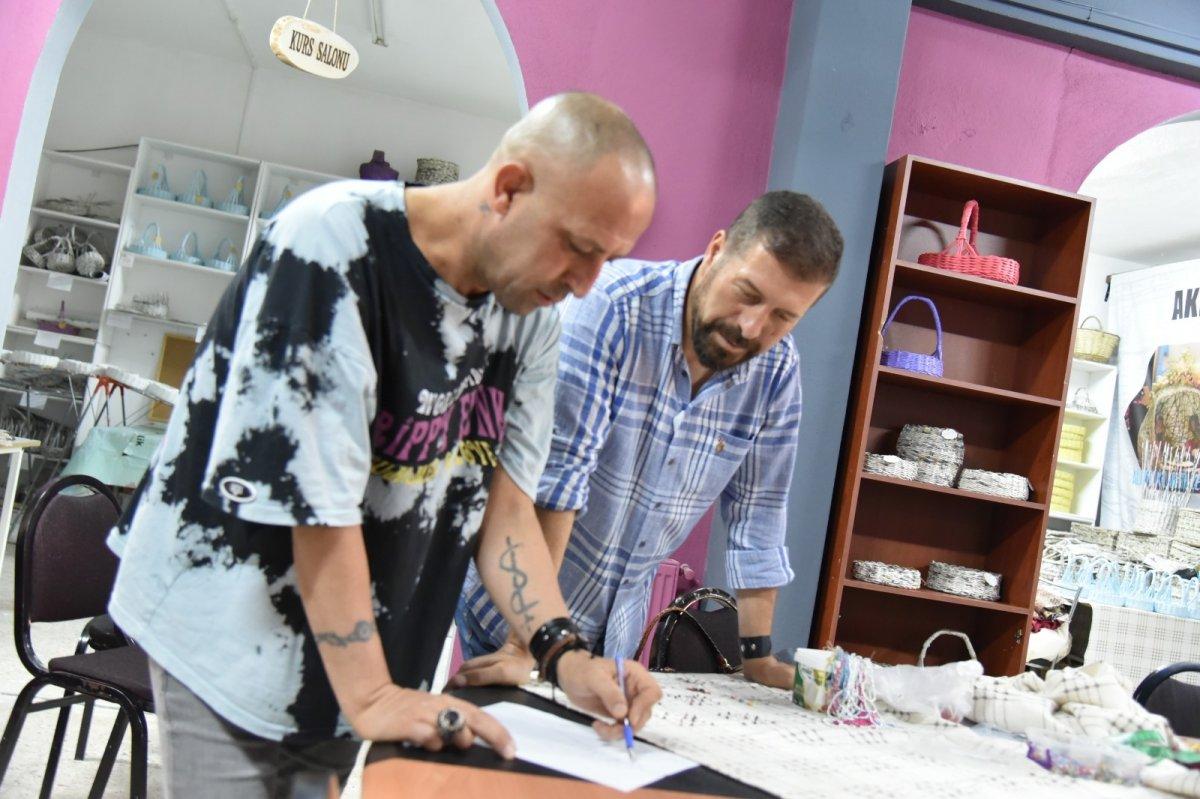 Balıkesir'de Yağcıbedir halıları modaya uyarlandı #5