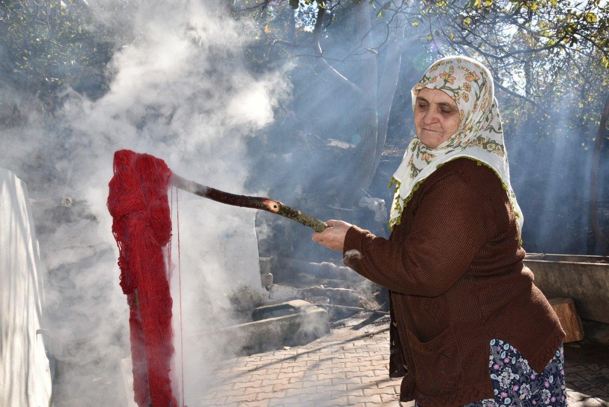 Balıkesir'de Yağcıbedir halıları modaya uyarlandı #1