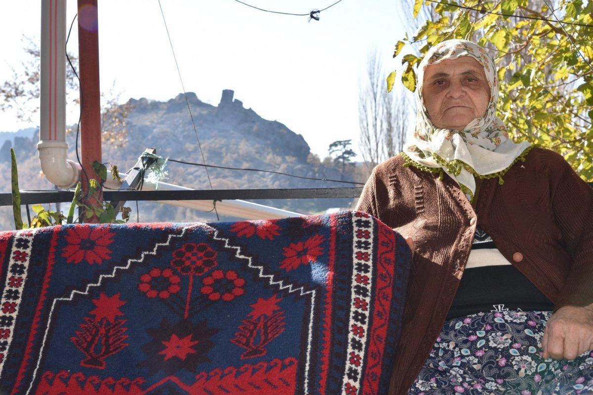 Balıkesir'de Yağcıbedir halıları modaya uyarlandı #2