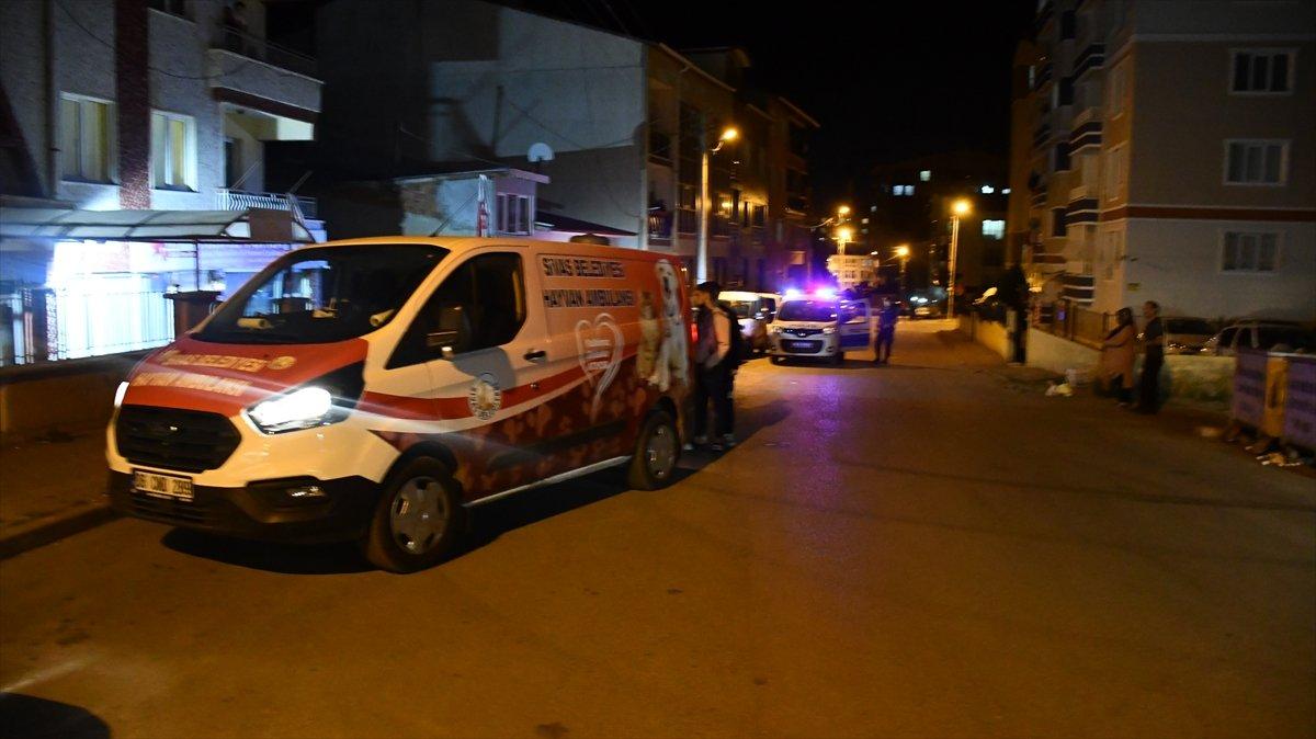 Sivas ta sahipli köpek, polise ve bekçiye saldırdı #1