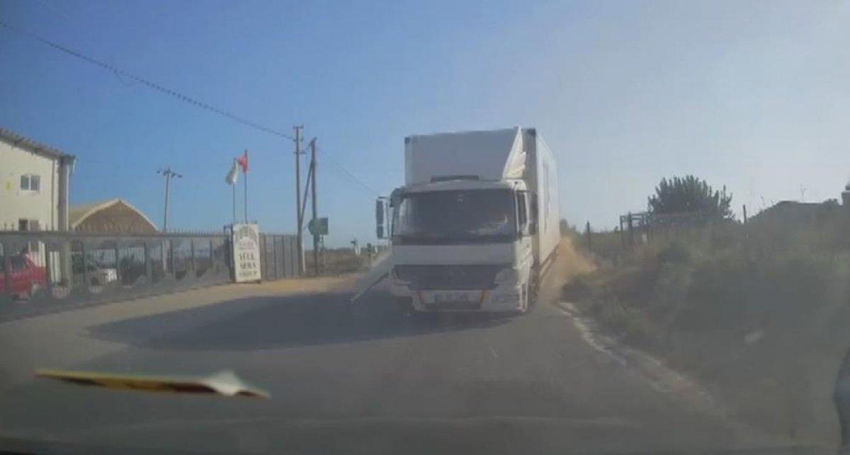 Mersin'de 4 kişinin yaralandığı kaza kamerada #2