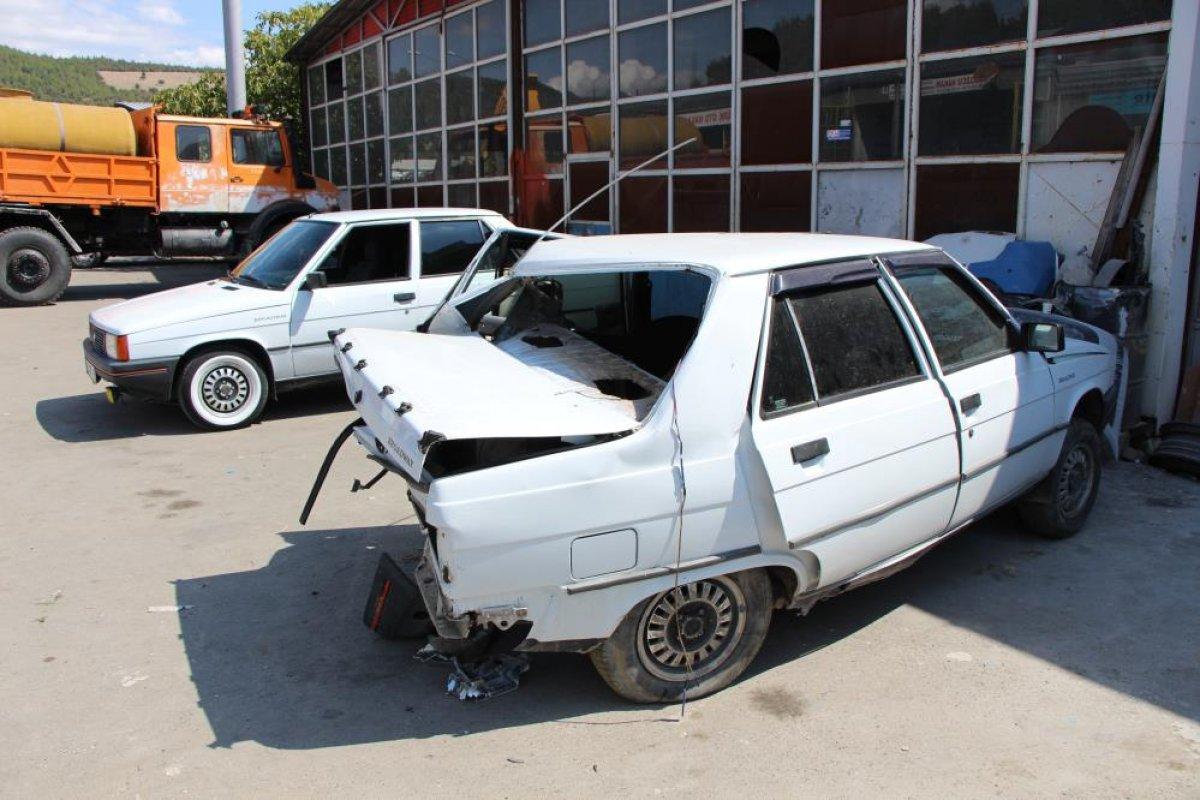 Amasya da seyir halindeyken uyuyan sürücü kaza yaptı #4