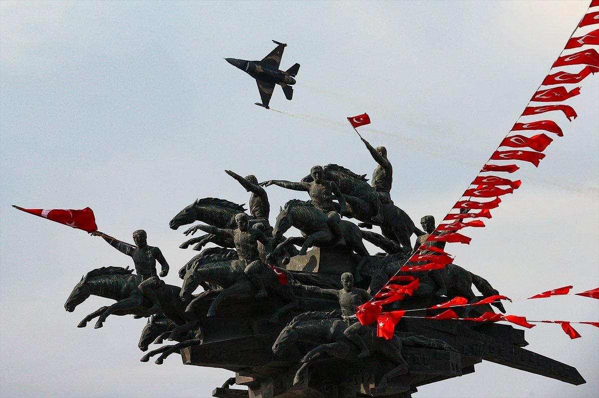 SOLOTÜRK ekibinden İzmir de büyüleyen gösteri uçuşu #1