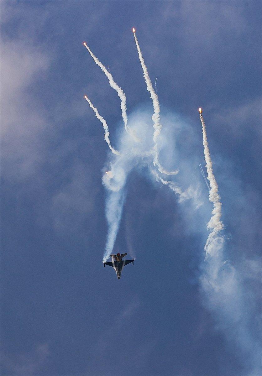 SOLOTÜRK ekibinden İzmir de büyüleyen gösteri uçuşu #3