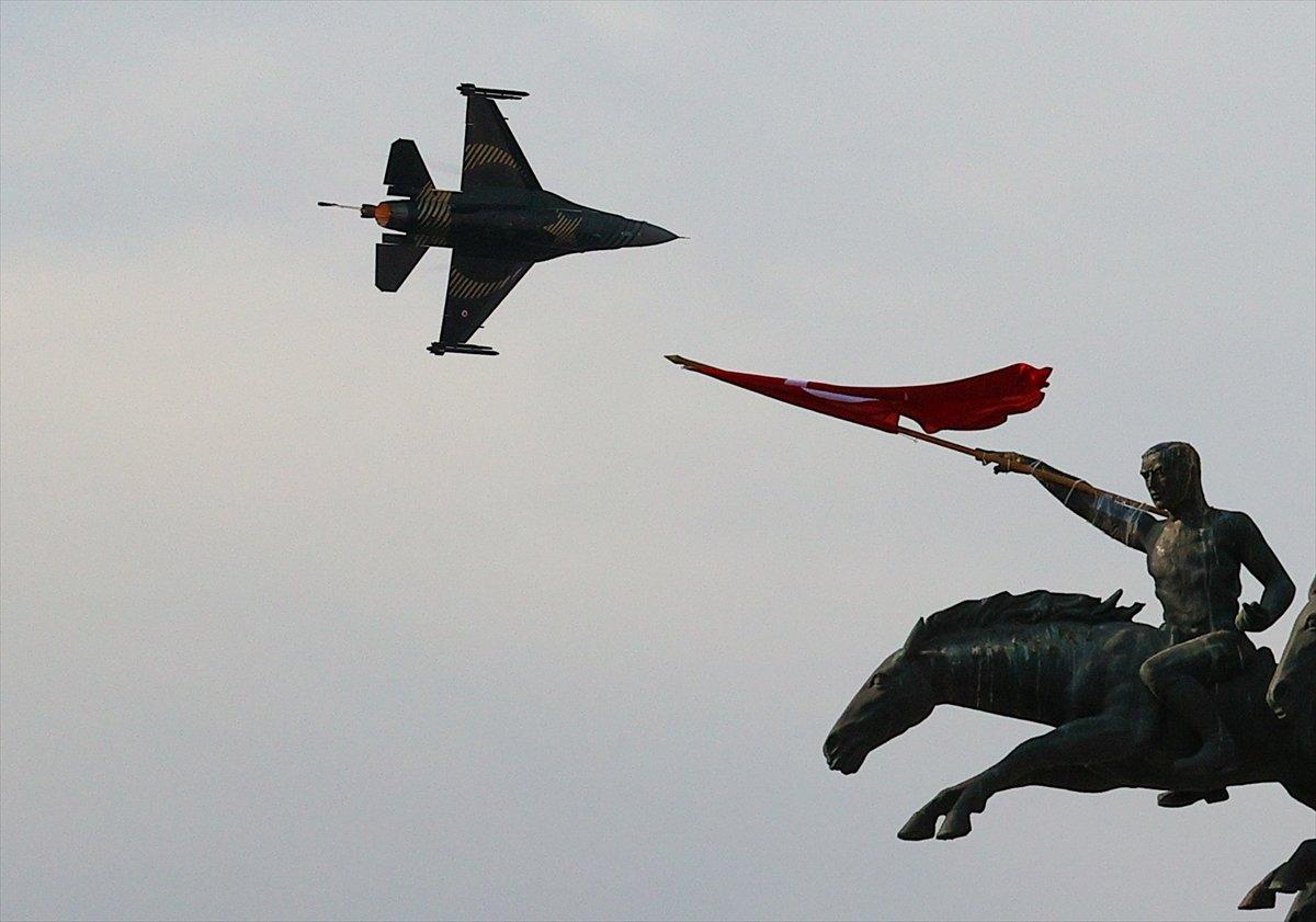 SOLOTÜRK ekibinden İzmir de büyüleyen gösteri uçuşu #10