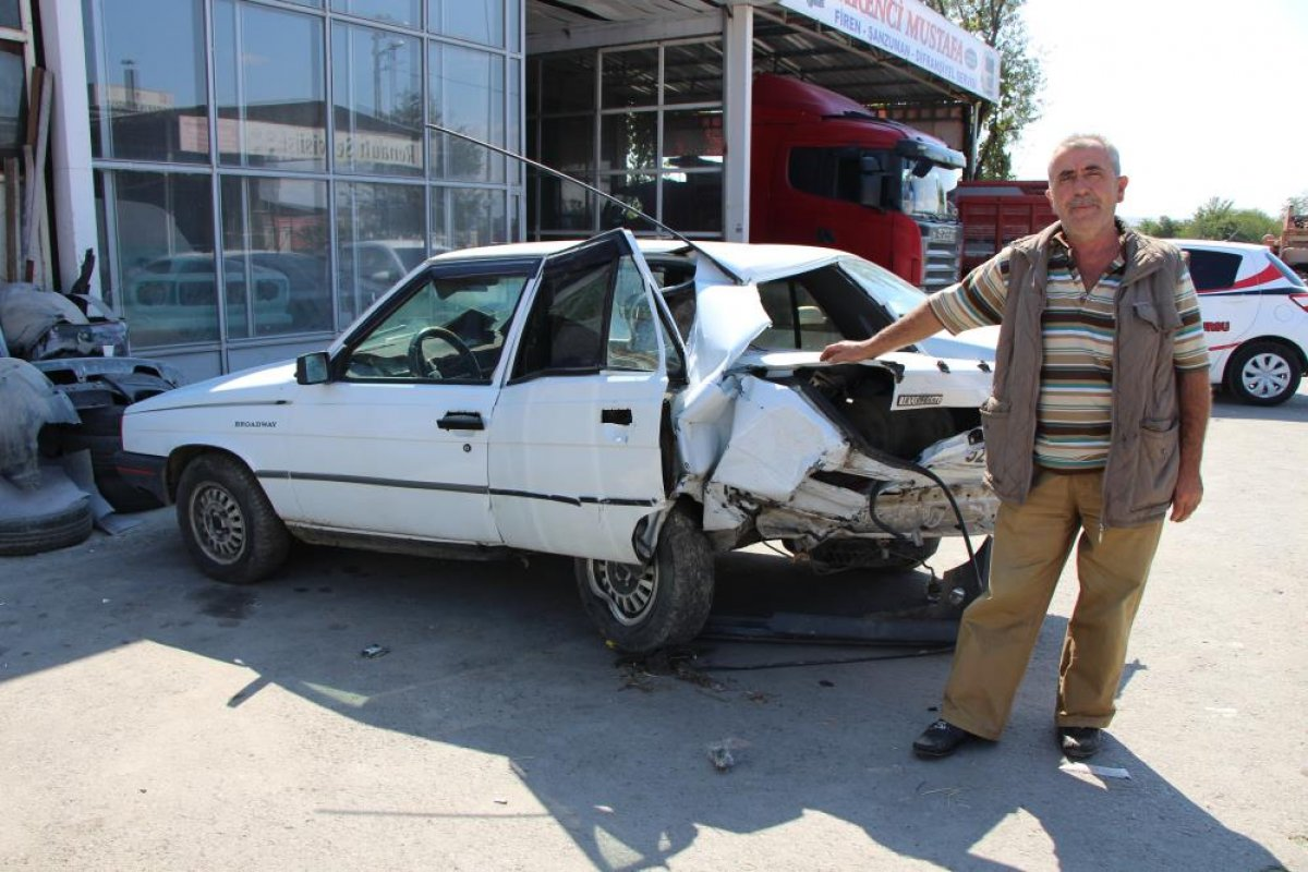 Amasya da seyir halindeyken uyuyan sürücü kaza yaptı #3