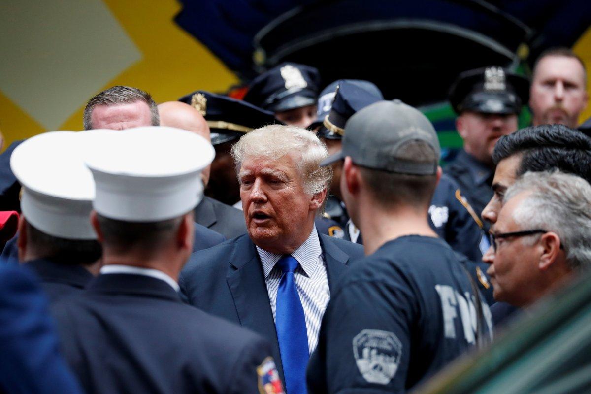 Trump'tan 11 Eylül'ün 20. yıl dönümünde New York polisi ve itfaiyesine sürpriz ziyaret #1