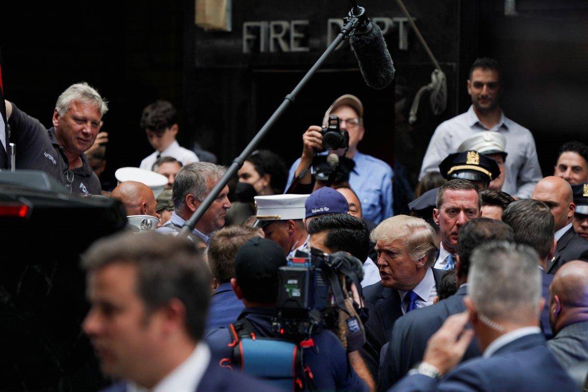 Trump'tan 11 Eylül'ün 20. yıl dönümünde New York polisi ve itfaiyesine sürpriz ziyaret #2