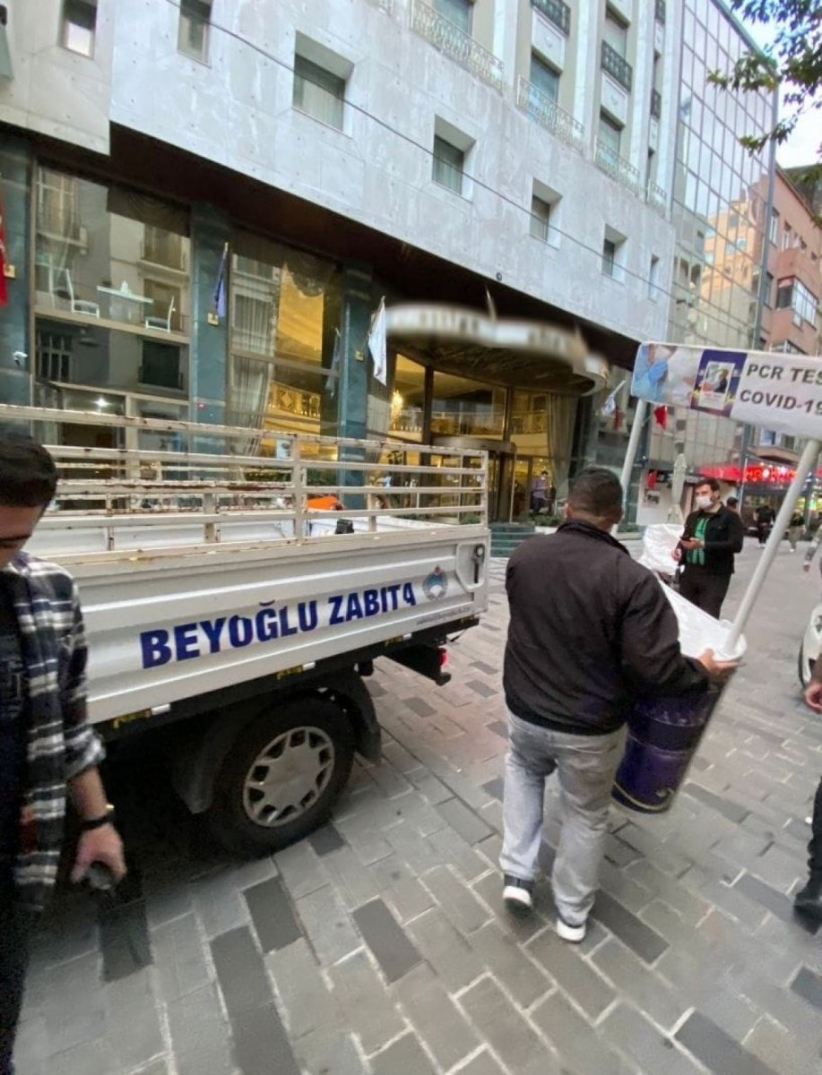 Beyoğlu nda  Kaçak Tur  stantlarına ceza yağdı #1