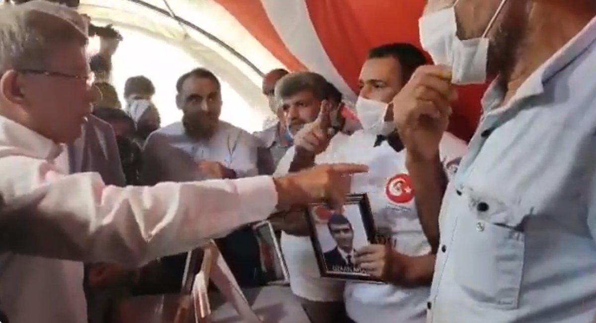 Ahmet Davutoğlu na evlat nöbetindeki ailelerden HDP tepkisi #2