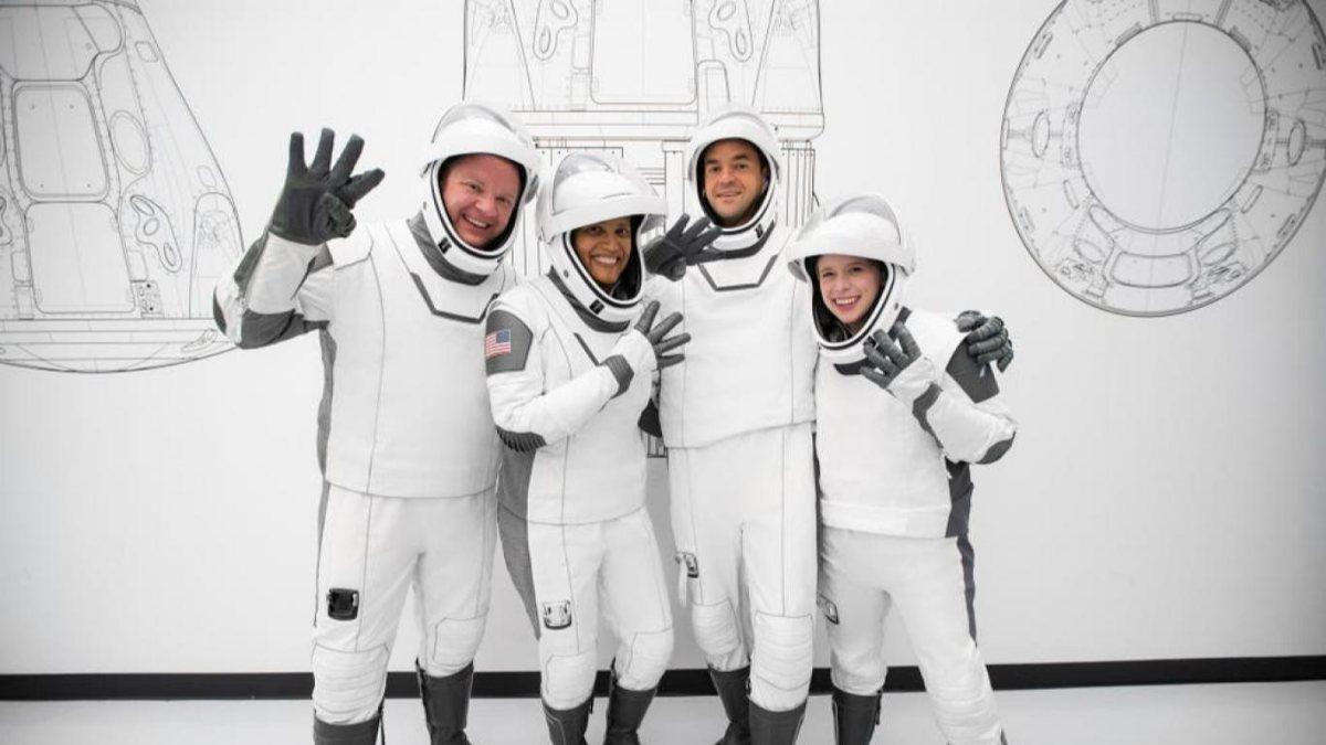 SpaceX, sivil astronotları uzaya fırlatacak