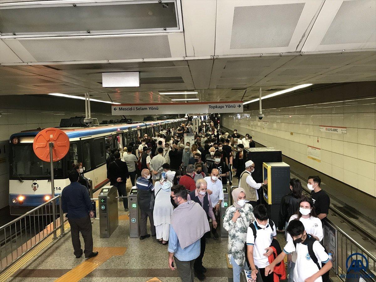 İstanbul da bozuk metro isyanı: Tren büyük olduğu için itemiyoruz #1
