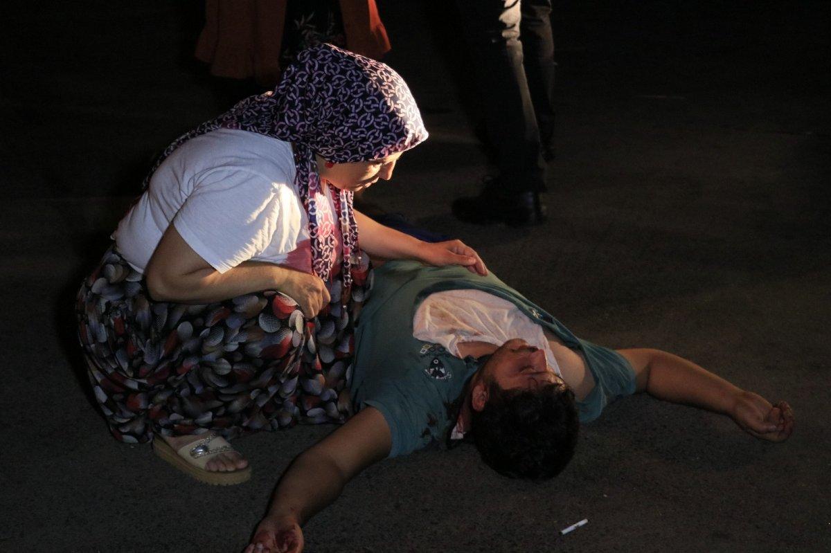 Adana da sopayla dövdükleri kişiyi defalarca bıçakladılar #1