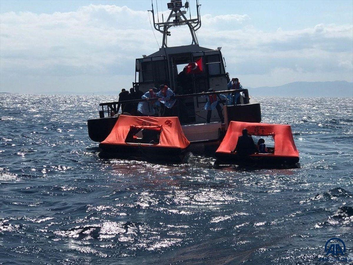 İzmir açıklarında 184 kaçak göçmen kurtarıldı #6