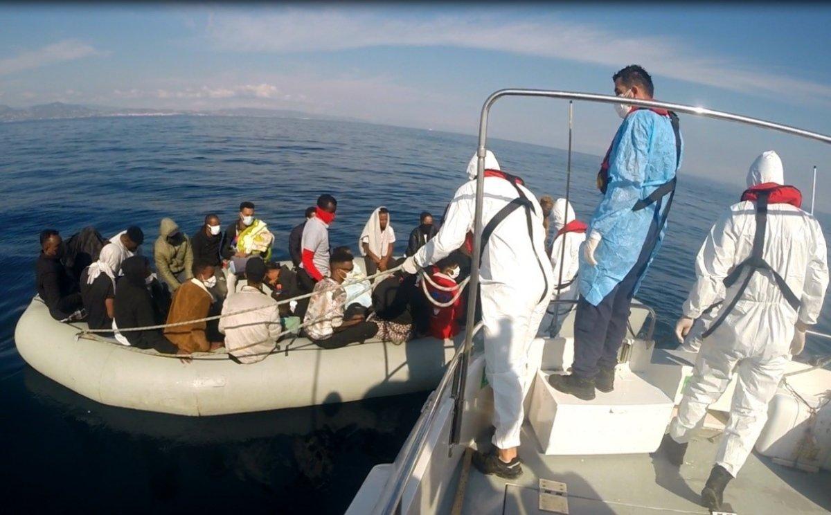 İzmir açıklarında 184 kaçak göçmen kurtarıldı #2