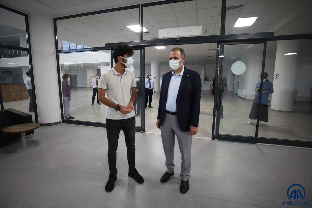 Elazığ da inşaatında çalıştığı kütüphaneye doktor adayı olarak geliyor #2