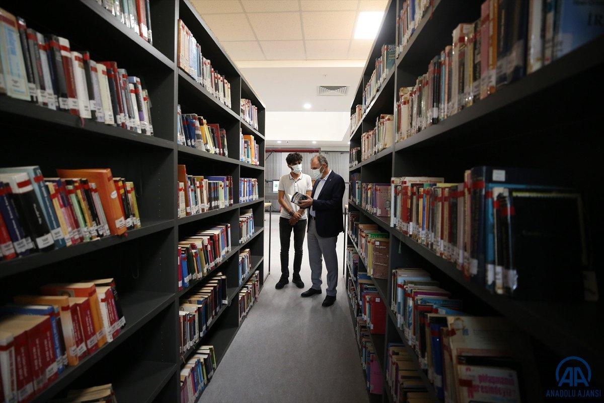 Elazığ da inşaatında çalıştığı kütüphaneye doktor adayı olarak geliyor #3