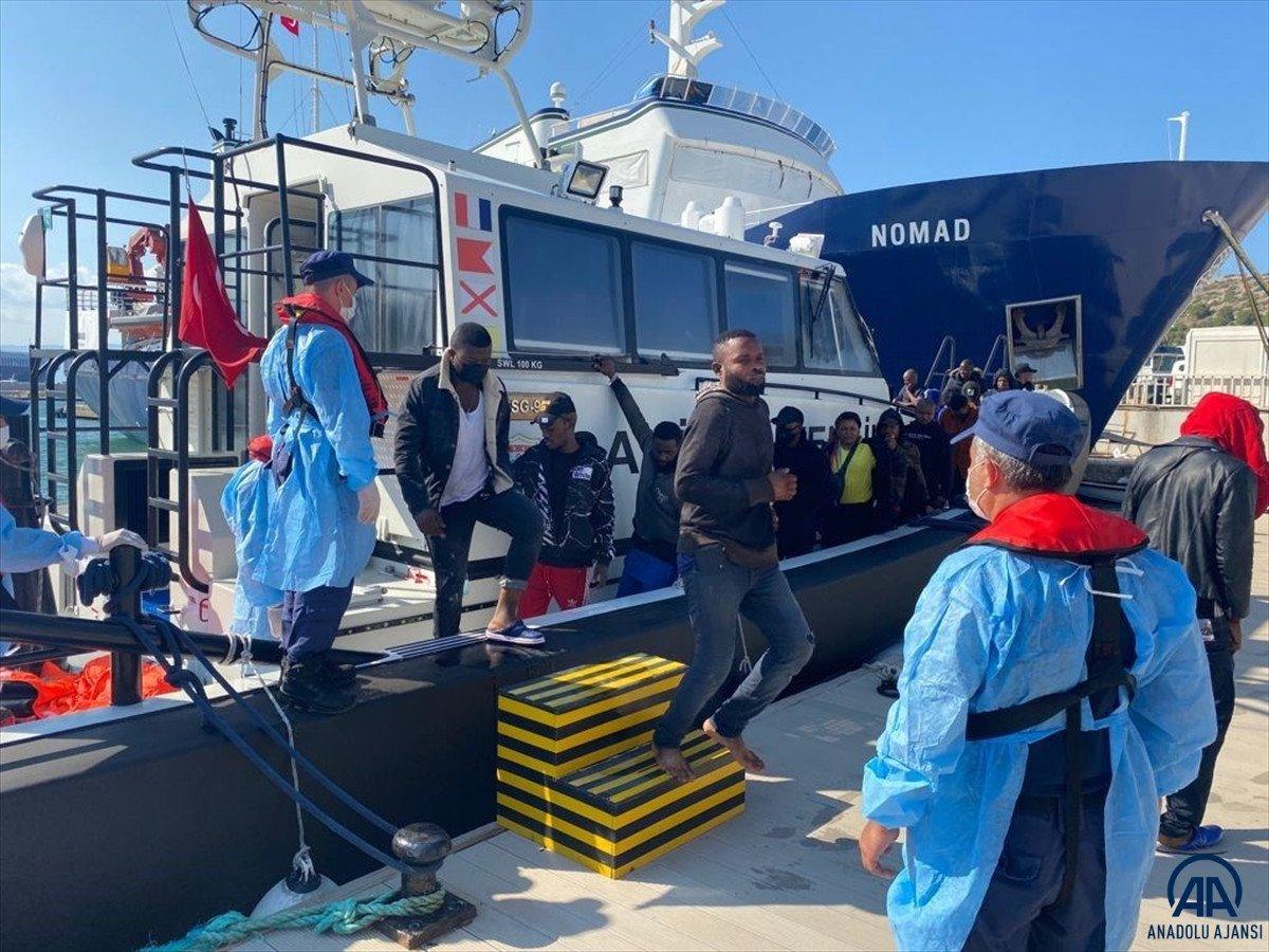 İzmir açıklarında 184 kaçak göçmen kurtarıldı #5