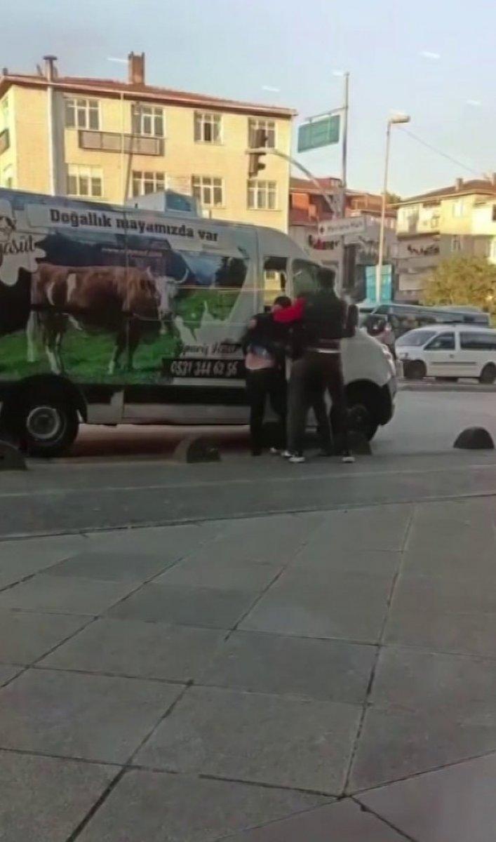 Sancaktepe'de genç adamı zorla kaçırdılar #2