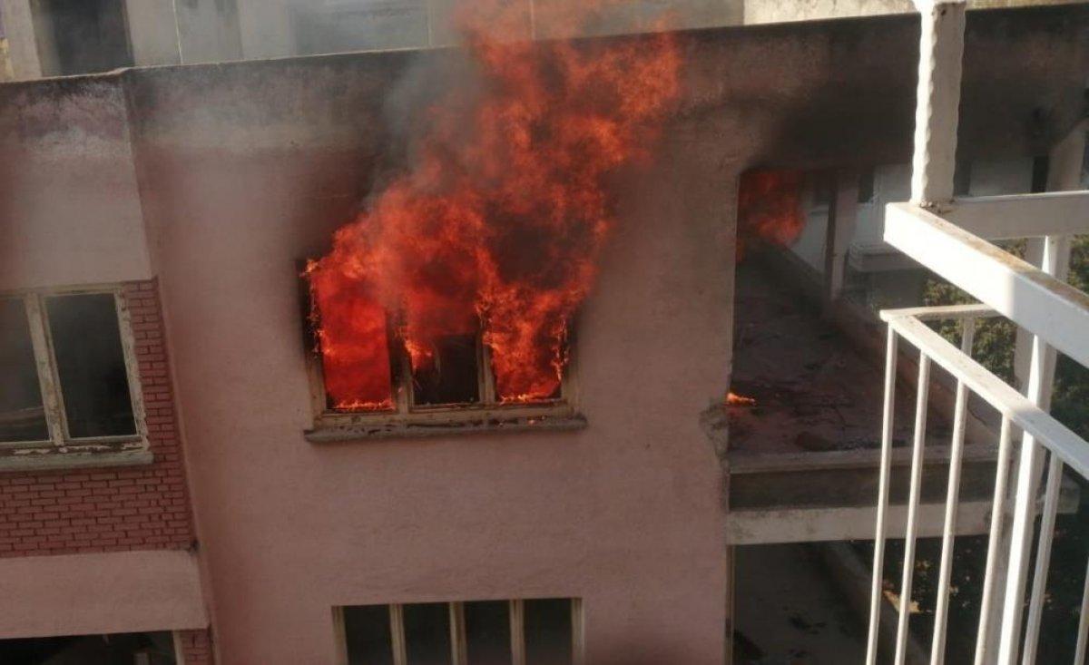 Antalya da bimekan şahısların sebep olduğu düşünülen bina alev alev yandı #6