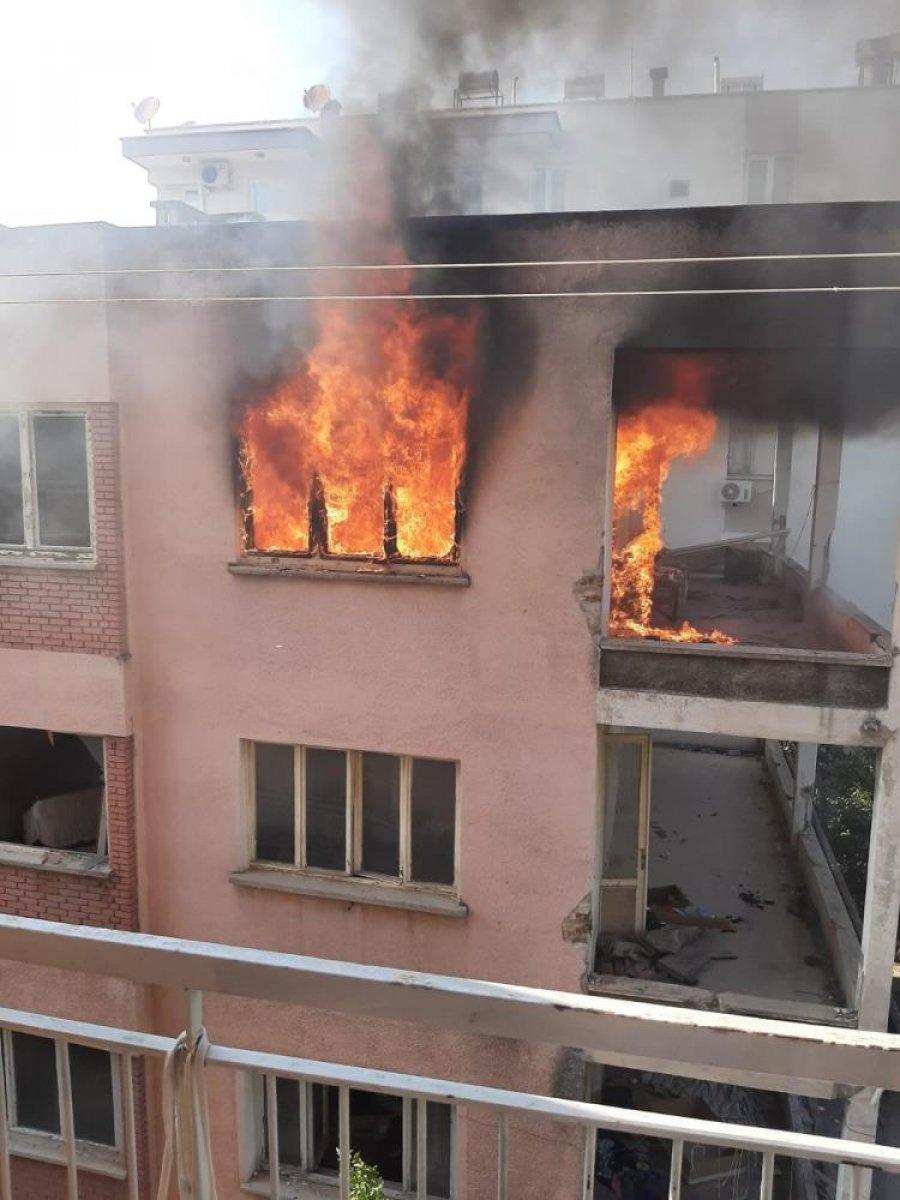 Antalya da bimekan şahısların sebep olduğu düşünülen bina alev alev yandı #7
