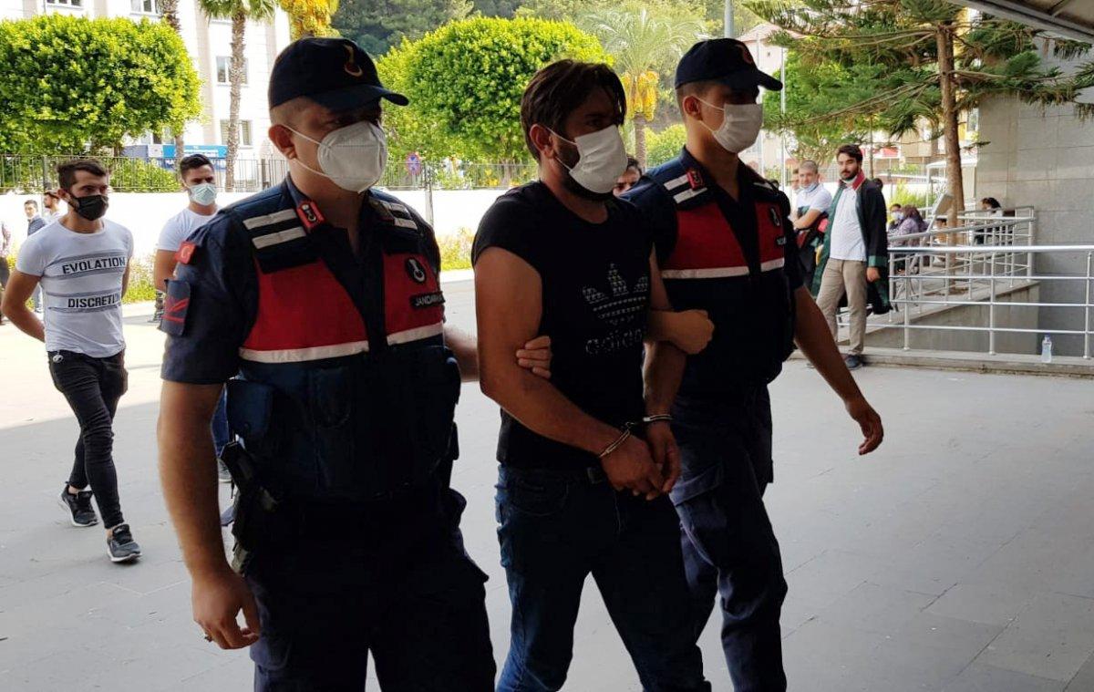 Antalya da kızının düğünü için silah kaçakçılığı yapan kadın tutuklandı #3