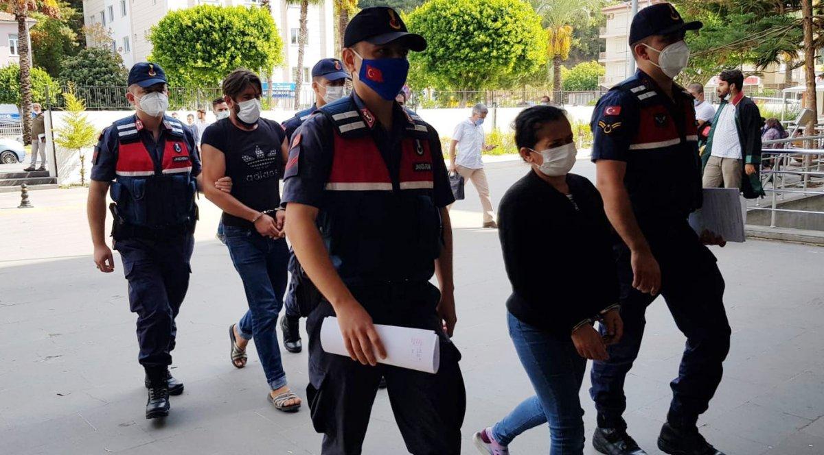 Antalya da kızının düğünü için silah kaçakçılığı yapan kadın tutuklandı #2