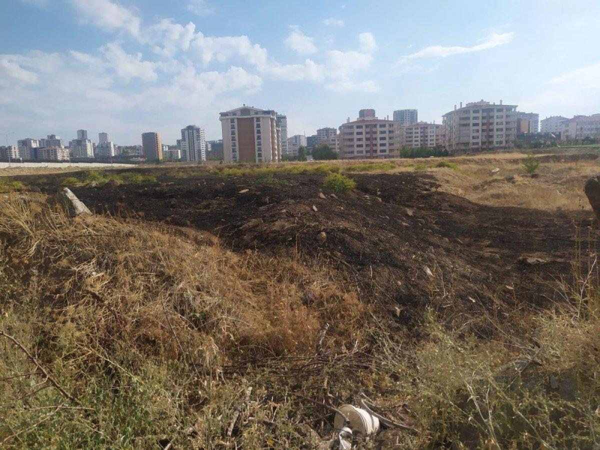 Ankara da yıldırım düşen boş arazide yangın çıktı #3