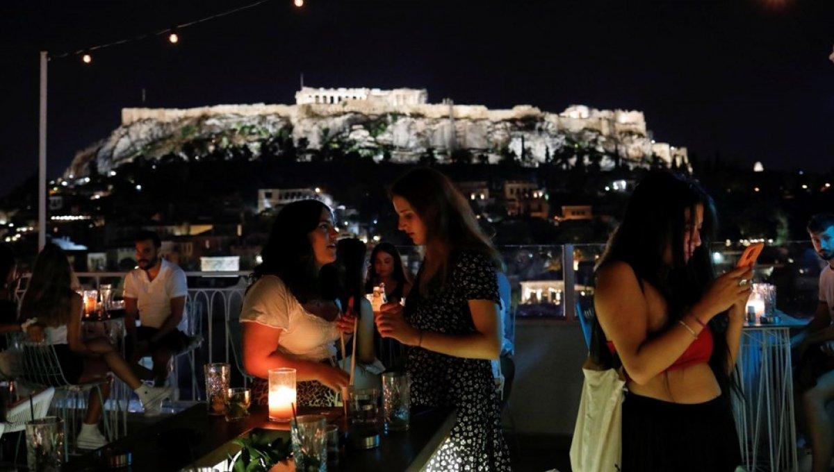 Yunanistan da aşısızlara yönelik yeni yaptırımlar #1