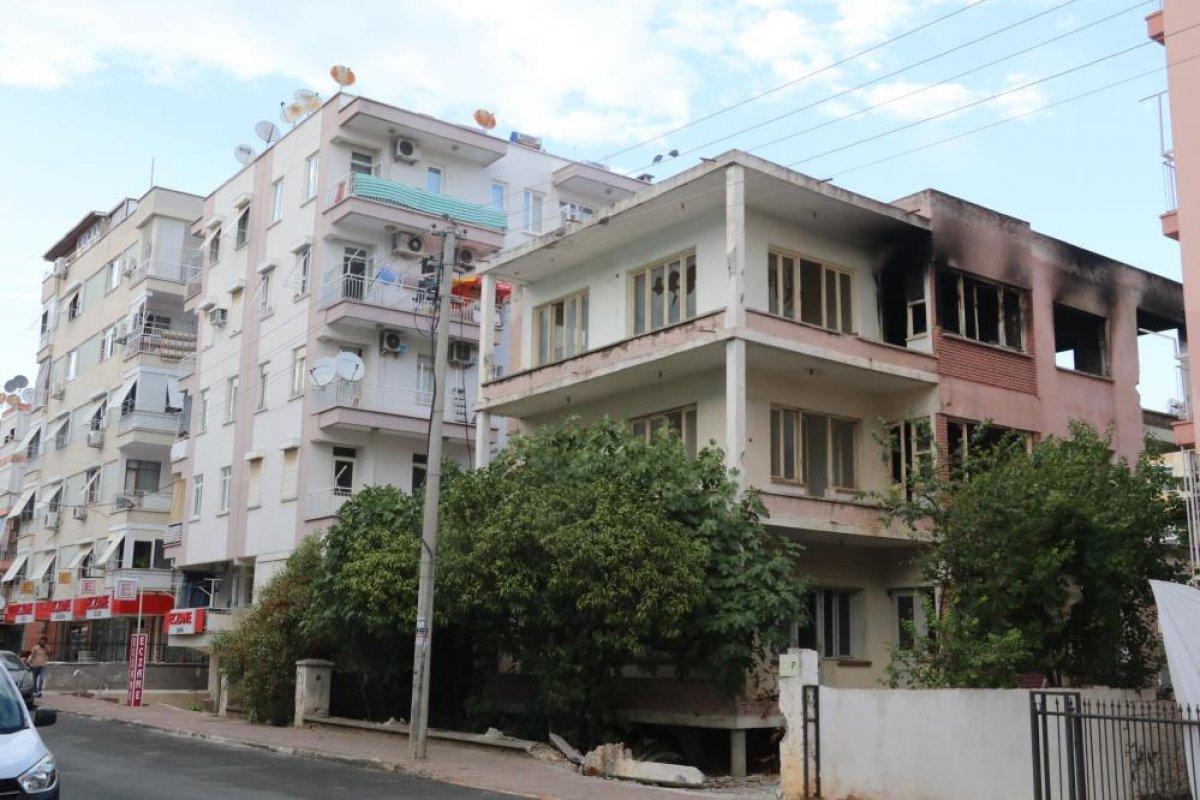 Antalya da bimekan şahısların sebep olduğu düşünülen bina alev alev yandı #3