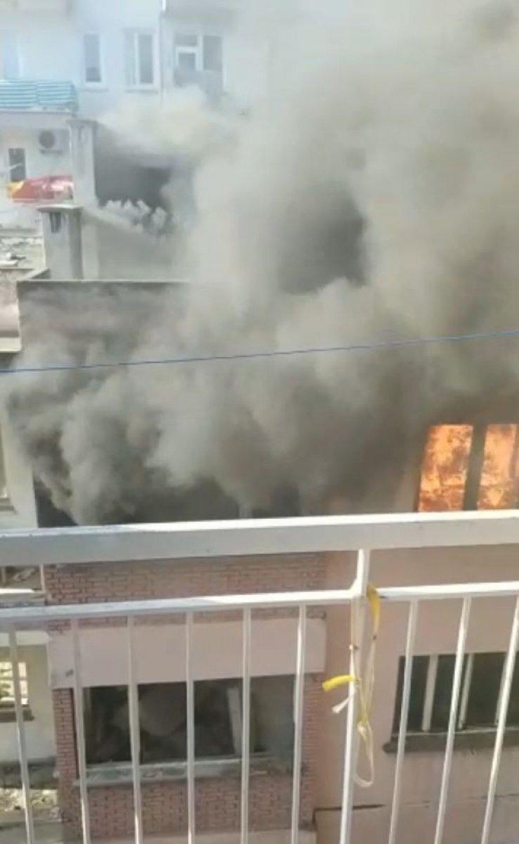 Antalya da bimekan şahısların sebep olduğu düşünülen bina alev alev yandı #8