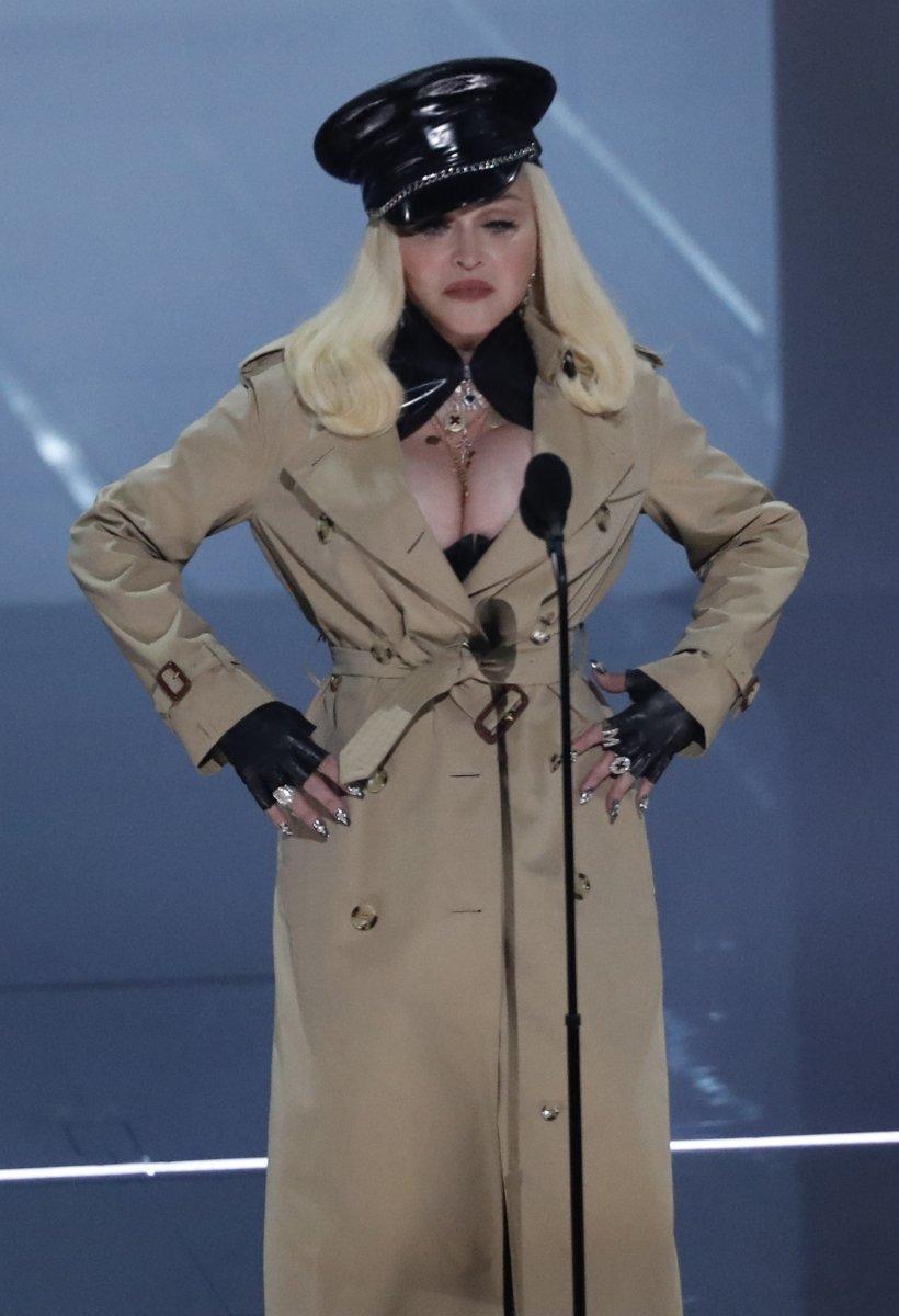 Madonna, MTV Video Müzik Ödülleri after party ye duvaklı katıldı #6