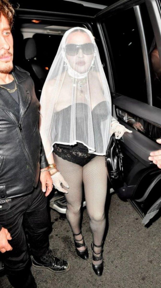 Madonna, MTV Video Müzik Ödülleri after party ye duvaklı katıldı #1