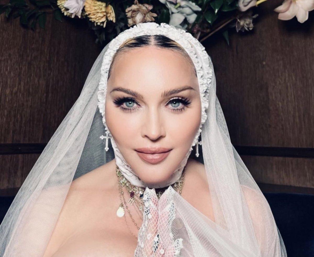 Madonna, MTV Video Müzik Ödülleri after party ye duvaklı katıldı #3