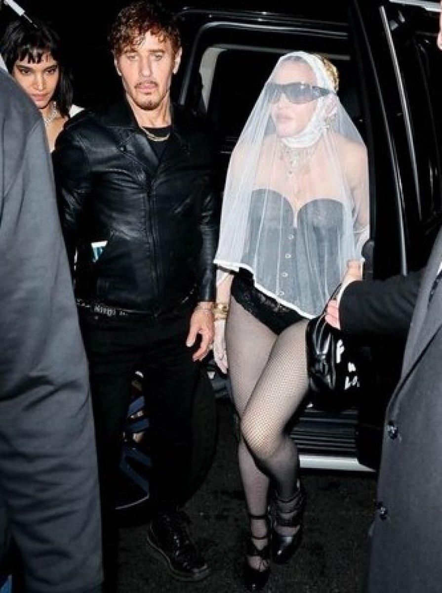 Madonna, MTV Video Müzik Ödülleri after party ye duvaklı katıldı #2