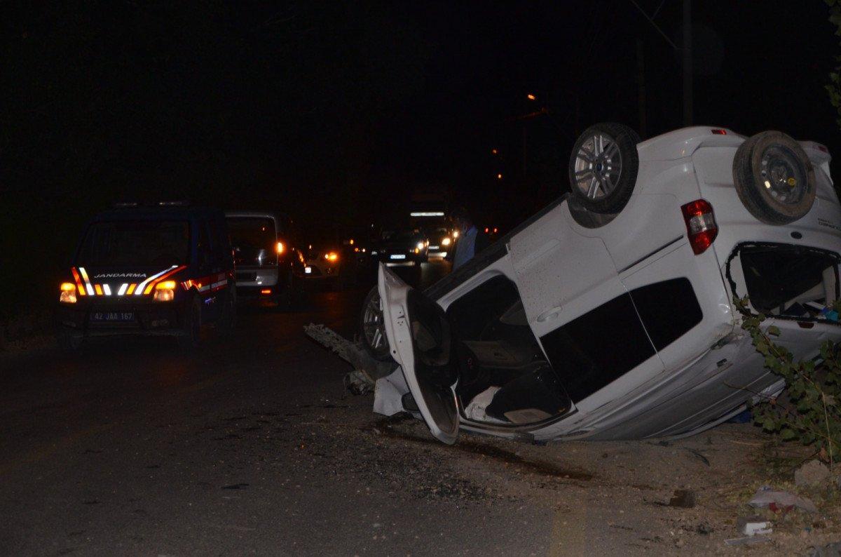 Konya da hafif ticari araçla kamyonet çarpıştı: 1 ölü #1